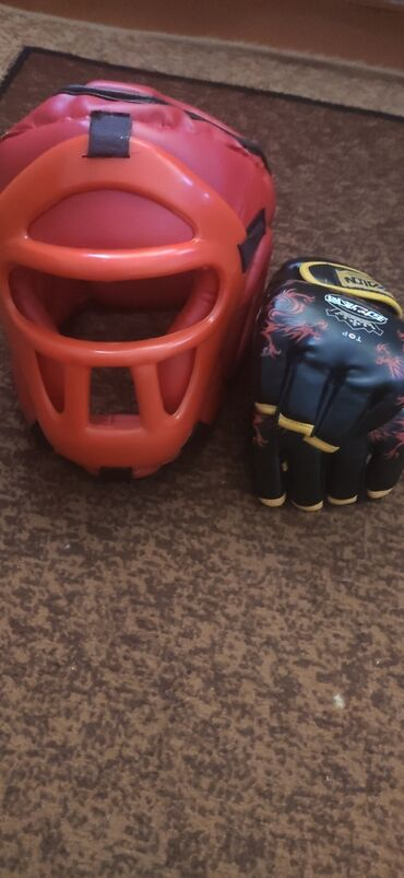 Спорт и хобби - Буденовка: Продаю шлем для единоборств и перчатки для ММА-шингардыСостояние