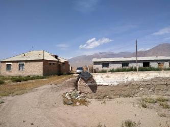 мал-сарай в Кыргызстан: Срочно продаю кошару с чабанским домиком! Жумгальский район, село