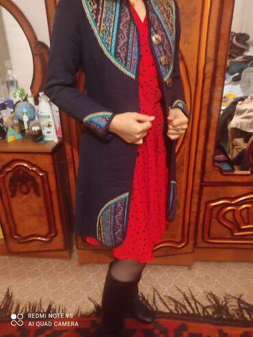 Теплое пальто,с орнаментами.идет всем.всего 1раз одела