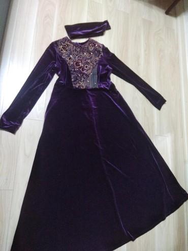 женское платье размер 46 48 в Кыргызстан: Продаю длинное красивое женское платье бархатное размер написан 48 но