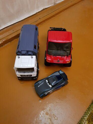 детские игрушки 3 в Кыргызстан: Продаю машинки детские, 3шт одна музыкальная, железные, состояние
