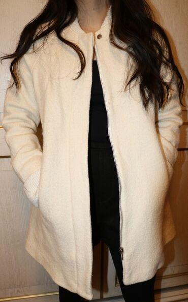 женское пальто в Кыргызстан: Женское пальто ZARA, размер s весна-осень-теплая зима, торг возможен