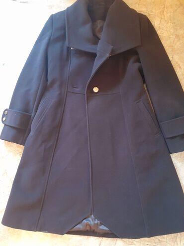 Женские пальто в Бишкек: Женское пальто в хорошем состоянии, цвет коричневый 50 размер