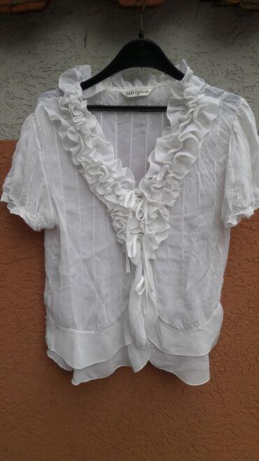 Interesantna bela bluza velicina M u odlicnom stanju