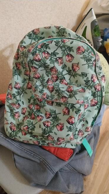 рюкзаки для девочек в Кыргызстан: Модный рюкзак для девочек в отличном состоянии. 300 сом