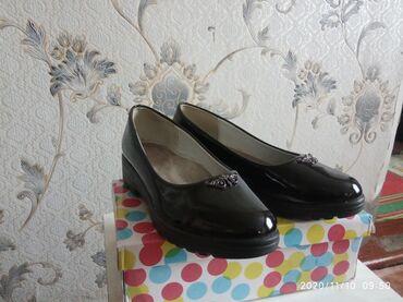 Продаю подростковые туфли лакированные черные в хорошем состоянии