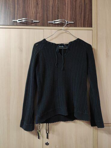 Милая чёрная кофточка красивой и приятной на ощупь вязки.Размер M
