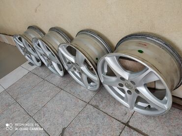 диски r15 цена в Кыргызстан: Срочно Продаю почти новые оригинал титановые диски от Тайота комплек