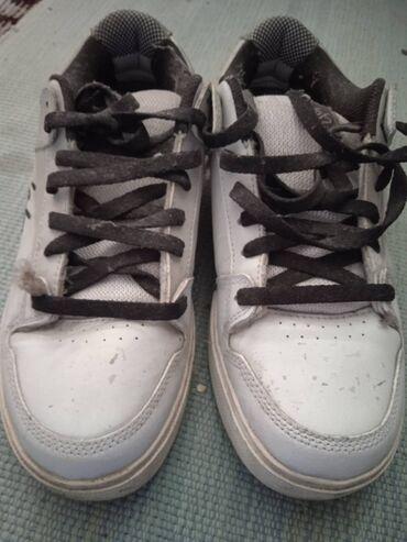 Стильные, модные,Кроссовки белые, размер 42-44.Две пары.Качество