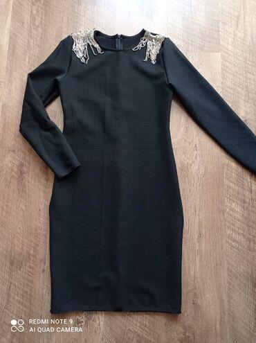черное платье футляр в Кыргызстан: Платье футляр утягивающее размер 44/46 Италия, хорошо тянется,сзади на