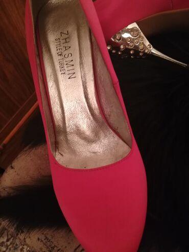 Продаю б.у туфли,в отличном состоянии,Атласные,розовые,каблук со страз