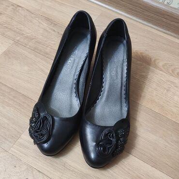 Продаю обувь. Вся обувь была одета всего 1 раз, т.е. состояние