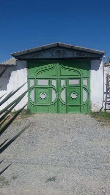 Bakı şəhərində Xezer rayonu buzovna yolunun usdunde 8 sotda tikilen 4 otaqli 10 nun