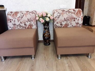 пуфики бишкек in Кыргызстан | ОТУРГУЧТАР, ТАБУРЕТТЕР: Продаётся два кресла и стол-пуф б/у 1год,в отличном