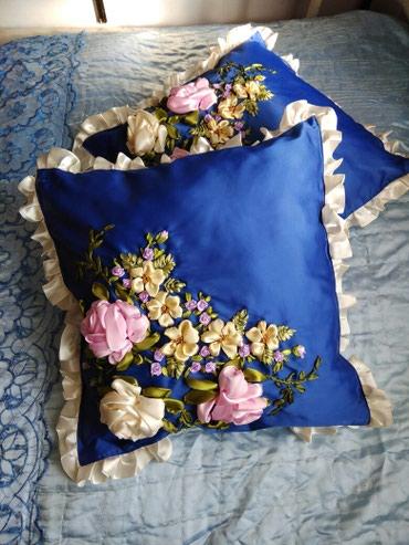 декоративная наволочка 30х30 в Кыргызстан: Подушки вышитые лентами наволочка +подушка размер 40 на 40 см