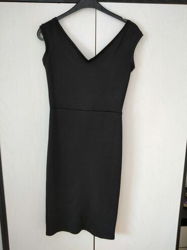 Uska haljina - Srbija: Moderna crna uska haljina Praktično nova, puna elastina