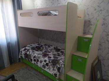 Детская мебель в Кыргызстан: Продаю 2х ярустную кровать с 2 матрасами.В кровать встроены 5