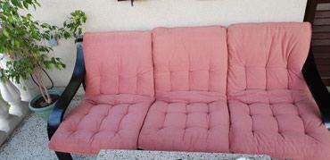 Trosed od crnog medijapana sa 3 jastuka,185×80×75 cm,u odlicnom - Crvenka