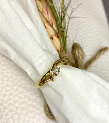Золотое кольцо 585 пр. с бриллиантом