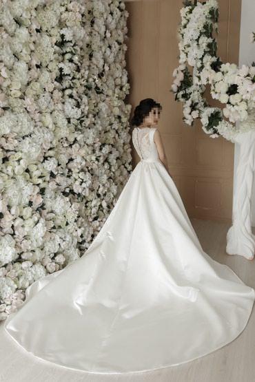 Продаю свадебное платье! Украшение на голову в подарок!  в Бишкек