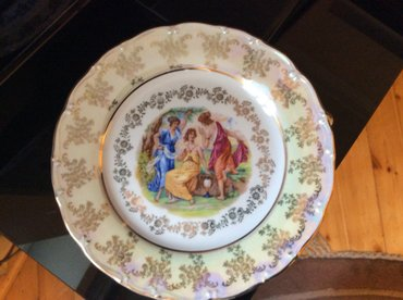 Bakı şəhərində Продаю тарелки размером 26 см мадонна. цена 20 ман.