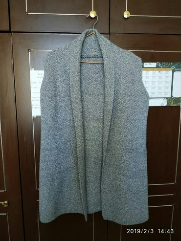 Продам жилетку вязаную. В отличном в Бишкек