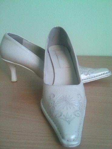 Prodajem cipele broj 39.Cena 1500 dinara.Jagodina - Belgrade