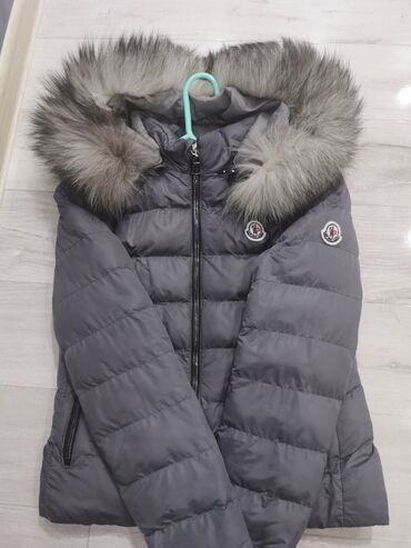 Moncler ženska zimska jakna.Obučena par puta. Jakna je bez
