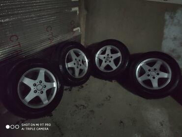 диски мерседес r15 в Кыргызстан: Продаю шины с дисками r15 205/65 зима 60-80% где то остаток шины