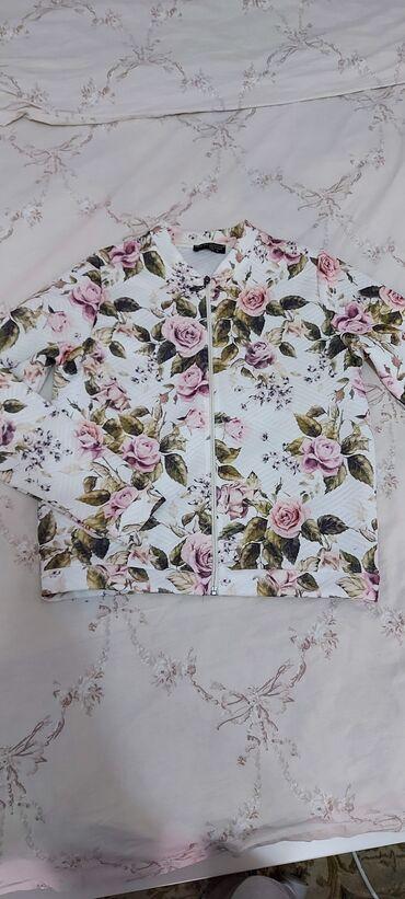 Продаю лёгкую куртку в размере s б/у цена 300 сомов
