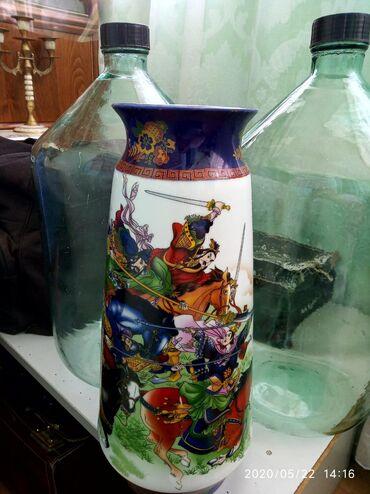 Антикварные вазы - Бишкек: Продаю китайскую вазу. В начале 90 годы. Высота около 45см. Состояние