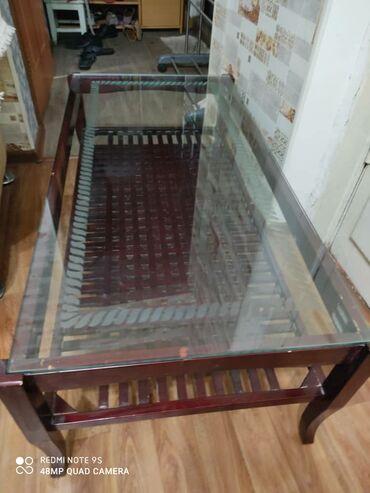 Продаю стол вверх каленое стекло весь целый в отличном состоянии