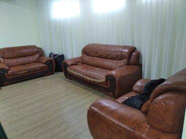 Мебель - Беловодское: Разпродажа детские кровати парты и другое и коженый диван тройка