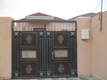 Bakı şəhərində Bineqedi qesebesinde 3 otaqli ferdi yashayish evi satilir. Ev 3 otaq,