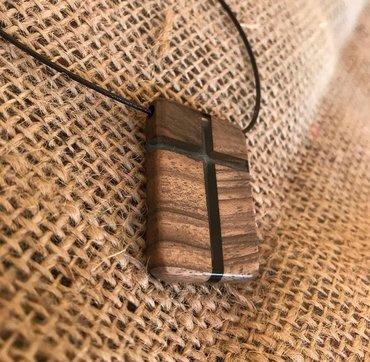 Religijski nakit - Srbija: Ogrlica krst od drveta hrasta i epoxy smolePoliesterski voskirani