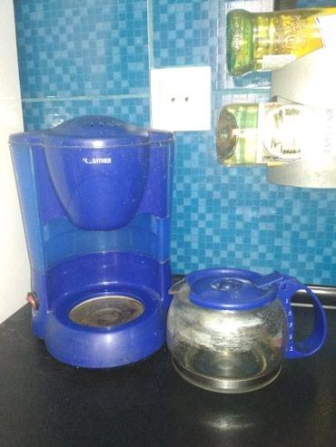 рожковая кофеварка с капучинатором в Кыргызстан: Кофеварка в отличном состоянии. Можно использовать как заварочный