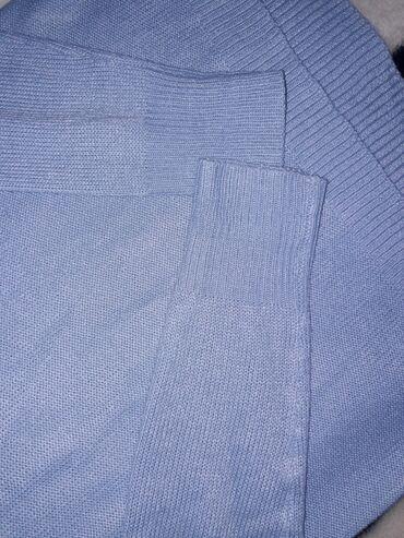 Женский свитер на весну нежно голубого цвета. Надевала один раз