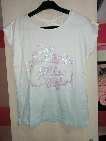 Majica, prelivanje boja, nazad se majica ukrsta, nema oštećenja