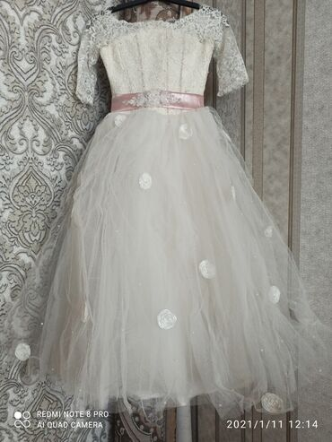 Пышное платье на 11 лет состояние хорошее
