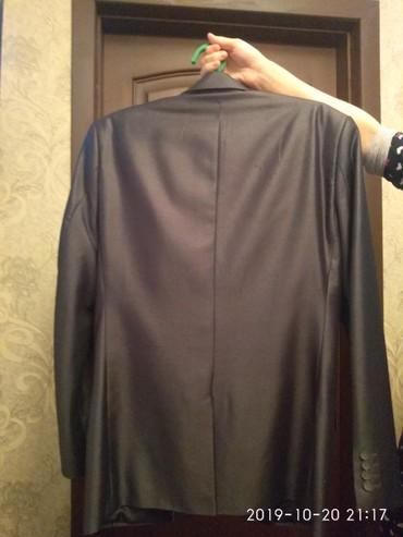 Мужская одежда - Кара-Суу: Костюм мужской молодежный 52 размер в отличном состоянии в Оше!!!!!