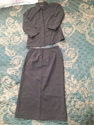 Banana republic костюм-Рубашка,юбка покупали в    в Талас