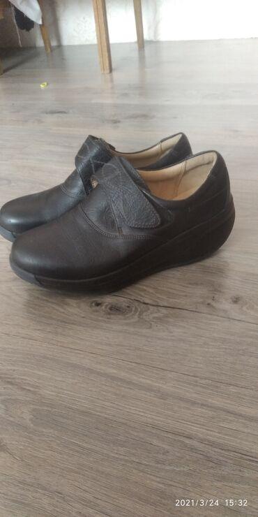 Продаю корейские кожанные туфли 40 размер можно сказать новые один раз