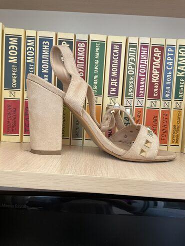 Женская обувь - Кыргызстан: Босоножки 36 размер, одевала один раз