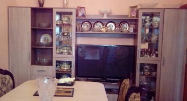 чай для омоложения в Кыргызстан: Современная стенка дл.3,5 м, выс. 2,0м, в отличном состоянии