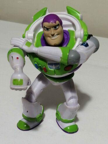 Πωλείται φιγούρα Buzz Lightyear στα 10€.Είναι αρκετά μεγάλη και τα