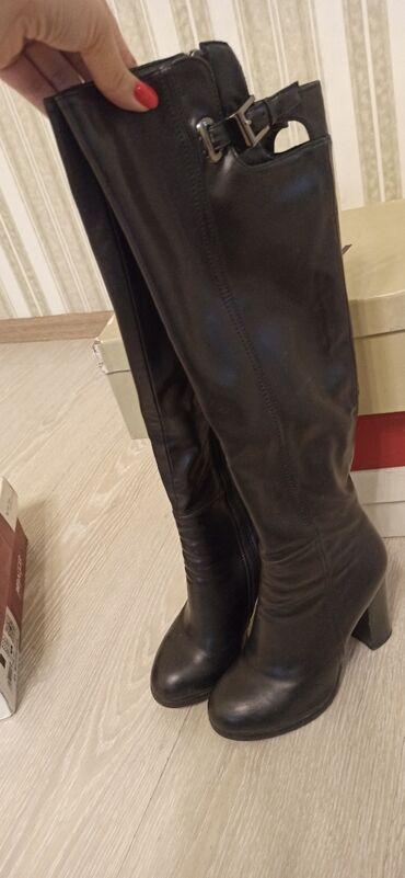 Женская обувь - Кыргызстан: Продаются сапоги, покупала в Баскони, б/у в отличном состоянии