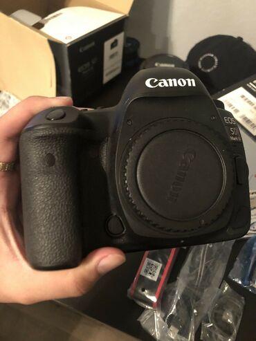 Πολύ καλή Έκπτωση για το πρωτότυπο Canon EOS 5D Mark IV με αξεσουάρ