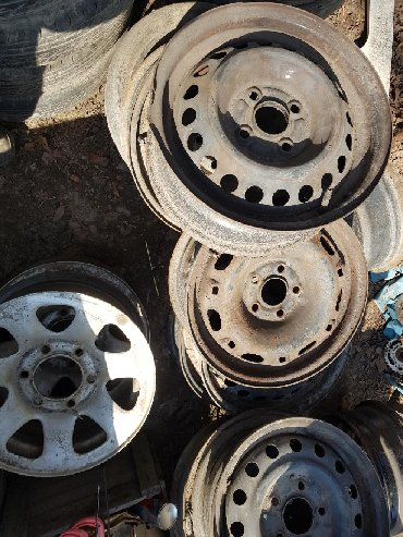 колпак на диски в Кыргызстан: Диски на мерс вито. бмв 15 .ниссан терано на 15. гольф 4 на 15. 5-дыр