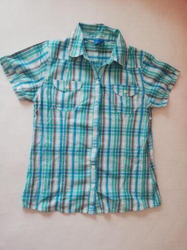 Dečija odeća i obuća - Sremska Kamenica: Prodajem deciju kosulju 164 velicina. 100 %pamuk. Dugmad su sa leve