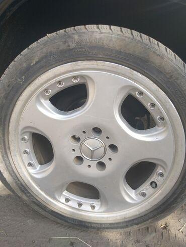 диски мерседес 17 в Кыргызстан: Продаю диски от мерса 235.45.17 с резинами тел